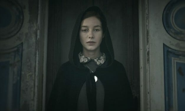 [Review] THE LODGERS is A Gorgeous Gothic Horror, But Won't Keep You Guessing