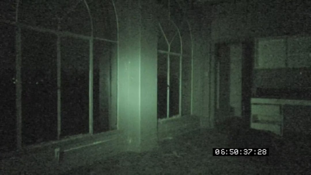 grave-encounters-2011-horror-movie-review-title-large