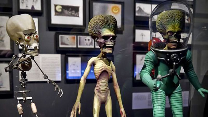 [Making a Monster] How Tim Burton Took MARS ATTACKS! from Trading Card Terrors to Stars of Sci-Fi Cinema