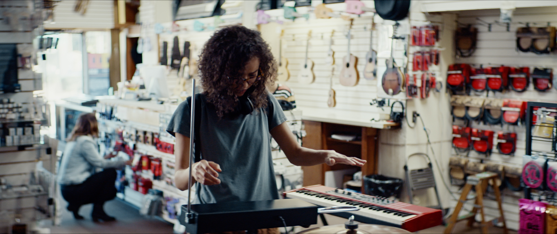Jasmin Savoy Brown as Alexis, playing instrument in Sound of Violence