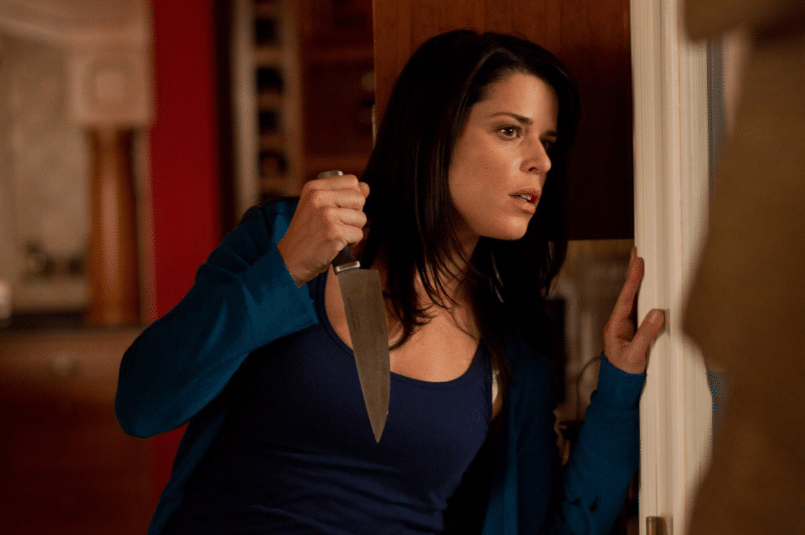 neve-campbell-with-knife-scream-4