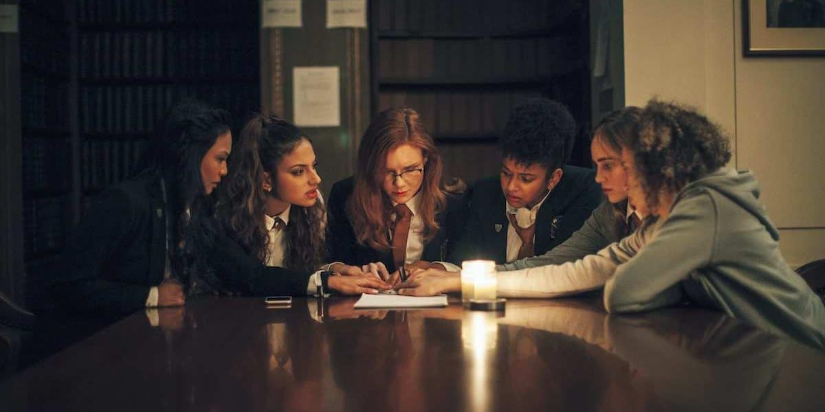 [Review] Gothic Horror SEANCE Unearths a Paranormal Mystery for Teens